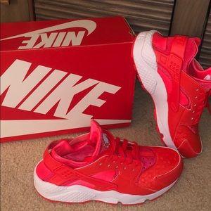 Never been worn Women's Nike Air Huarache Run